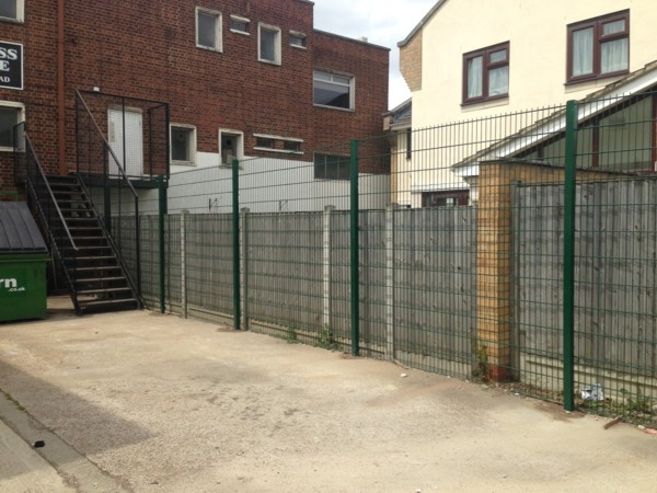 868 Mesh Fencing Hornchurch